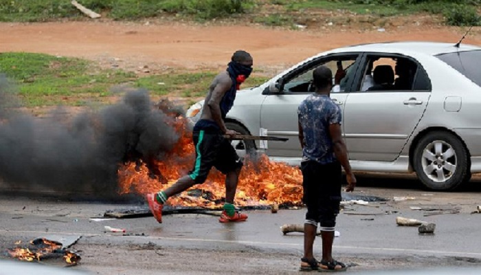 Protesters set tires on fire in Abuja