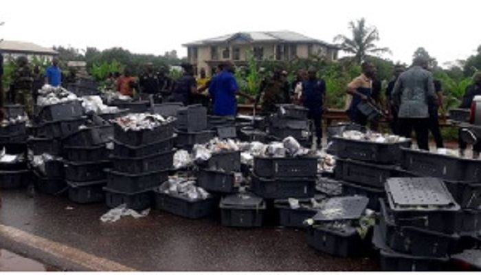 Thousands of cash in 20 and 10 cedi denominations were retrieved from the scene of the accident
