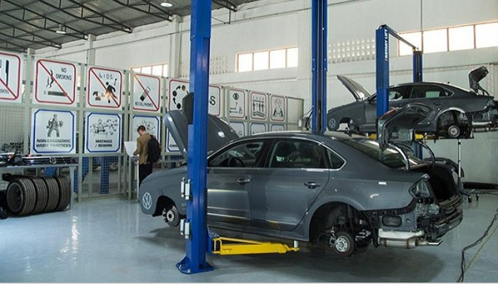 In Wolfsburg, around 8,000 workers started building cars again on Monday