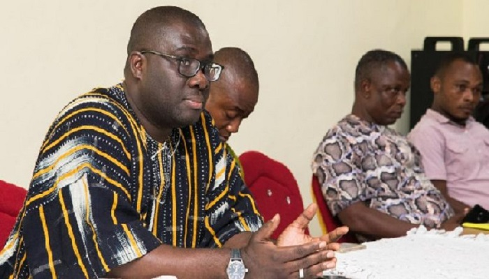 Sammi Awuku (right) addressing NPP executives in the various constituencies in the Savannah Region