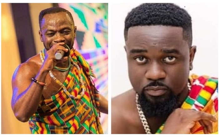 Okyeame Kwame beats off Sarkodie to win the most stingy artiste of the year at #SomeThingWickedAwards