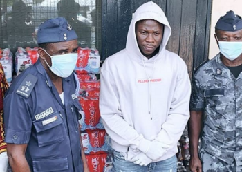 Stonebwoy and his team with some policemen during the presentation