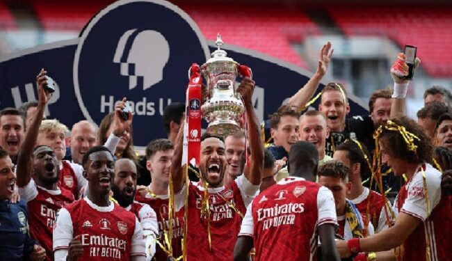 Arsenal came from behind to beat London rivals Chelsea 2-1 in the FA Cup final on Saturday.