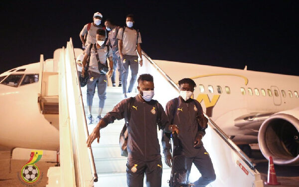 Some of the players getting off the plane