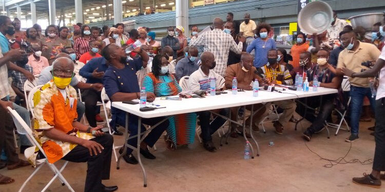 The traders claim the project has structural defects